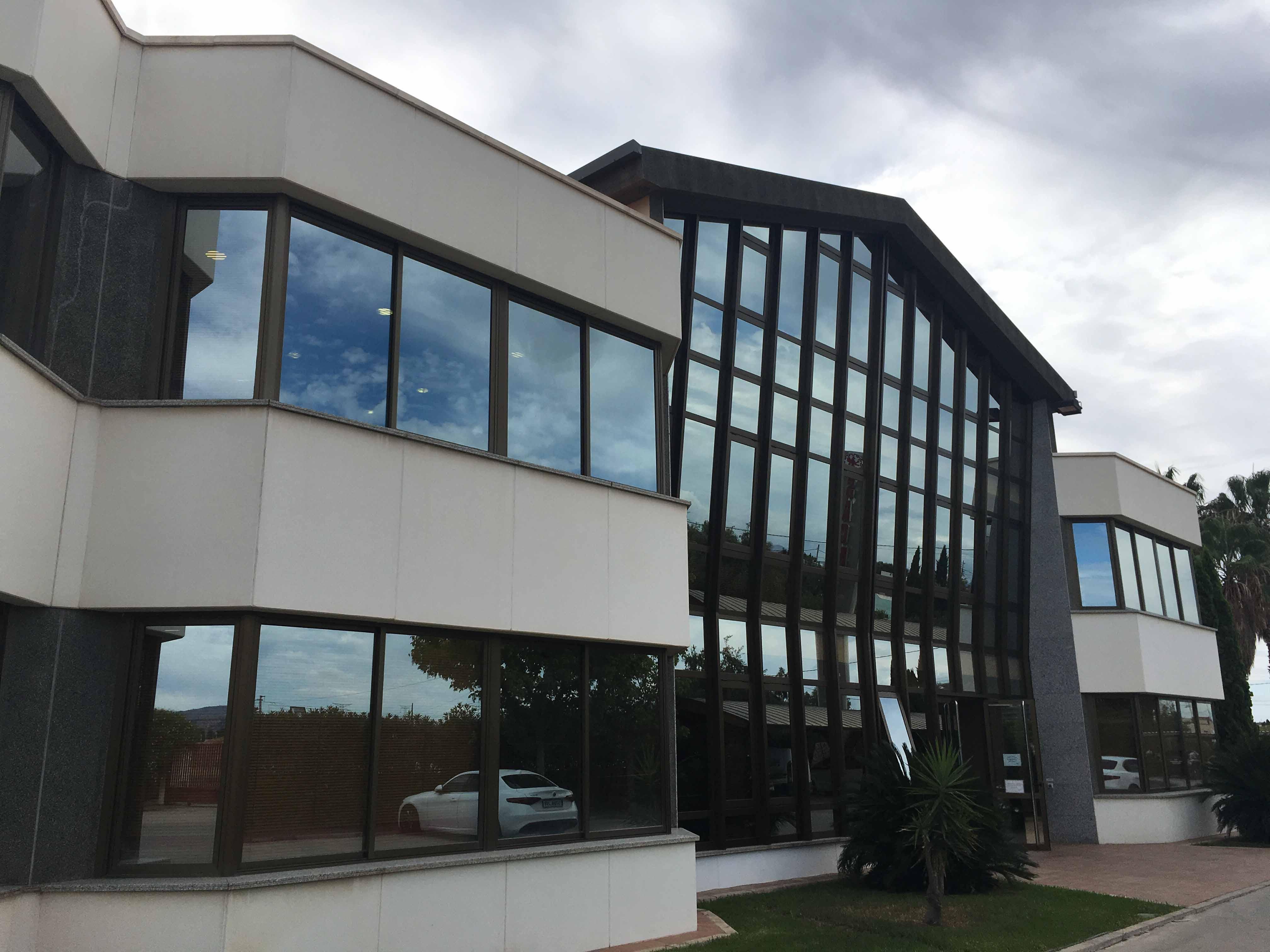 Naves industriales y oficinas en Av. Gran Vía Tárrega Monteblanco